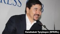 Топ-бизнесмен Маргулан Сейсембаев, вернувшийся в Казахстан из эмиграции, выступает на своей пресс-конференции. Алматы, 11 ноября 2010 года.