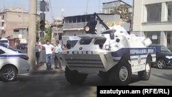 Ереван, 17 июля. Полиция заблокировала въезд в район Эребуни