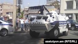 Ереван, 17 июля. Полиция заблокировала въезд в район Эребуни.
