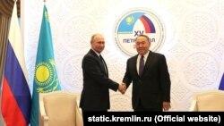 Президент России Владимир Путин и президент Казахстана Нурсултан Назарбаев в Петропавловске 9 ноября 2018 года
