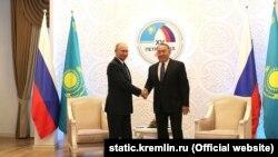 Президент Росії Володимир Путін і президент Казахстану Нурсултан Назарбаєв у Петропавловську 9 листопада 2018 року