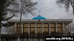 Здание парламента Узбекистана в Ташкенте.