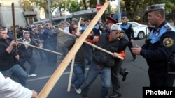 Armenia - Protesters clash with riot police in Yerevan, 5Nov2013.