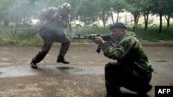 Сепаратисты обстреливают пограничную часть в Луганске