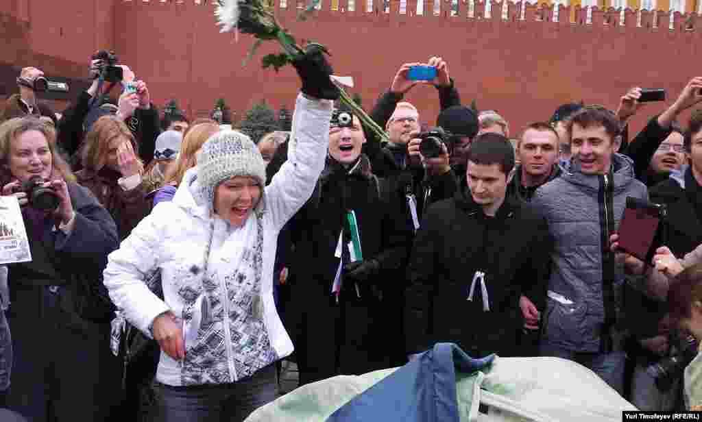 Евгения Чирикова установила на Красной площади зелёную палатку