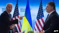 Džozef Bajden i Petro Porošenko na samitu u Vašingtonu, 31. mart 2016.