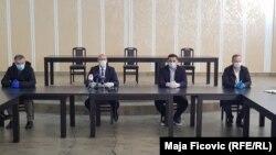 Ushtruesi i detyrës së drejtorit të Qendrës Spitalore Klinike në Mitrovicën e Veriut, Zlatan Elek, kryetari i Mitrovicës së Veriut, Goran Rakiq, nënkryetari Aleksandar Spiriq dhe epidemiologu Aleksandar Antonijeviq.