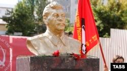 Rusiya, Penza şəhərində Stalin büstünün açılışı, 2015