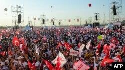 Многотысячный марш за демократию, начавшийся в Анкаре, завершился в Стамбуле 9 июля 2017 года.