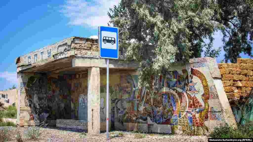 «СПТУ»– це зупинка біля професійного будівельного училища в Євпаторії, яке зараз має статус ліцею