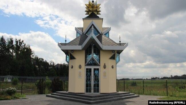 Каплиця, побудована на честь загиблих у катастрофі
