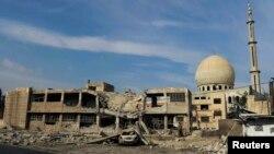 Дамаск түбіндегі қираған Дарайя қаласындағы қираған мешіт, Сирия.