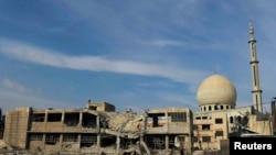 Разрушенная мечеть и здания вблизи Дамаска.
