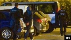 Polisiýa Auşwitz muzeýiniň öňünde sahna guran toparyň agzasyny tussag etdi, Oswensim, 24-nji mart, 2017