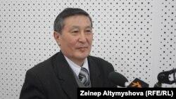 Белгилүү юрист Мукар Чолпонбаев пенсия берүүдө теңсиздик бар деген пикирде.