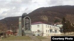 Всего в поселке восемь корпусов. По уверениям Тамары Меаракишвили, пустует десять-двенадцать квартир, не больше