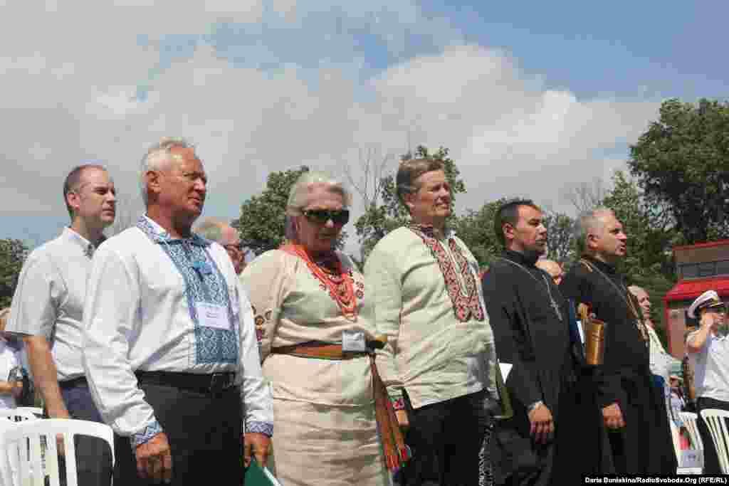 Організатори святкувань 25-ї річниці Незалежності України – представники Конгресу українців Канади (відділ Торонто) разом із духовенством