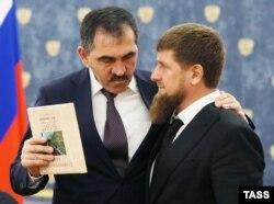 Юнус-Бек Евкуров (л) и Рамзан Кадыров