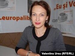 Sanda Filat în studioul Europei Libere