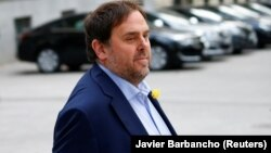 Отстраненный с должности вице-президента власти Каталонии Ориоль Жункерас прибывает в Национальный суд в Мадриде, 2 ноября 2017