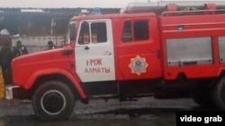 Пожарная машина в Алматы. Иллюстративное фото. Алматы, 12 декабря 2013 года.