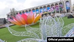 """Оформление площади """"Ала-Тоо"""" к празднованию Нооруза."""