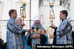 Митрополит Онуфрий во время богослужения в Киево-Печерской лавре