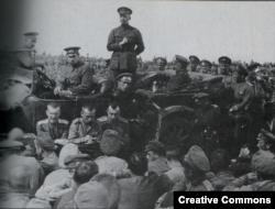 Александр Керенский выступает перед солдатами накануне июньского наступления 1917 года
