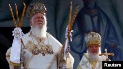 Чакаецца, што патрыярх Маскоўскі (справа) і Сусьветны патрыярх будуць размаўляць аб украінскай аўтакефаліі
