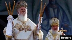 Очікується, що патріарх Московський (праворуч) та Вселенський патріарх будуть говорити про українську автокефалію