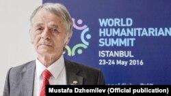 Мустафа Джамілеў на Першым сусьветным гуманітарным форуме ў Стамбуле, 22 траўня 2016 году