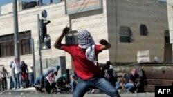 Pamje nga përleshjet e palestinezëve me policinë izraelite në pjesën lindore të Jerusalemit