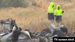 Санавиацияның Ан-28 ұшағы құлап, борттағы бес адам түгел қаза болған апат орнынан түсірілген видеоның скриншоты. Алматы маңы, 5 қазан 2017 жыл.