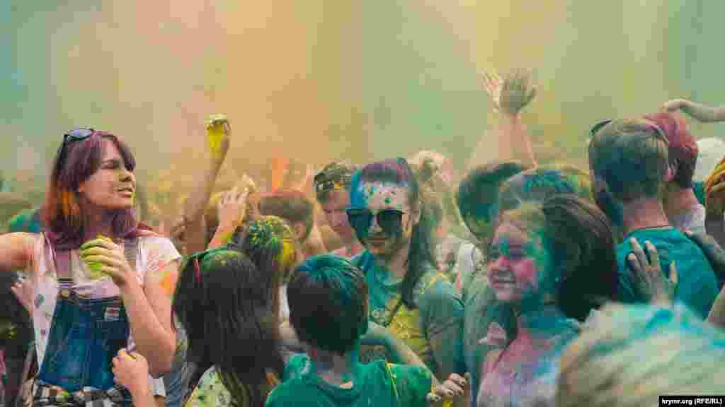 Фестиваль красок Холи в Симферополе
