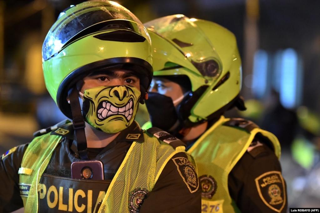 Полицейские в Кали, Колумбия, 20 марта