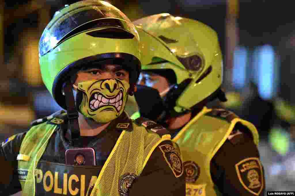 Полицаи в Кали, Колумбия, на 20 март.