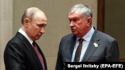Russian President Vladimir Putin (left) with Rosneft CEO Igor Sechin (file photo)