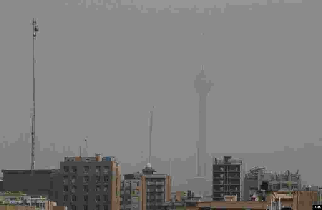 آلودگی هوای تهران این روزها بحرانی شده است