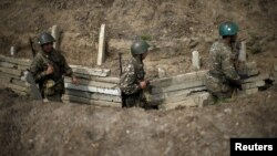 ԼՂ ՊԲ զինծառայողները մարտական հերթապահություն են իրականացնում շփման գծում, ապրիլ, 2016թ․