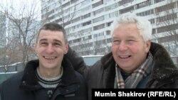 Артем Савелов (слева) с отцом после освобождения, 31 декабря 2014 года