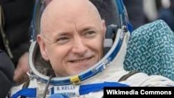 Астронавт Скотт Келли 340 күндүк сапардан Жерге кайтып келгенден кийин. 2 март 2016