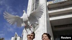 11.11.11 көнне Бишкәктә өйләнешкән яшь пар