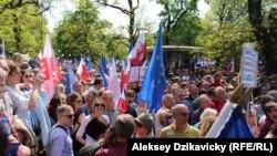 Демонстрация в Варшаве в поддержку Конституции. 7 мая 2016 года.