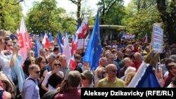 Демонстрация в Варшаве в поддержку Конституции