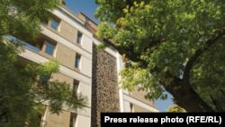 """Сградата """"Летера"""" на """"Артекс"""", в която бившият номер две на ГЕРБ е придобил луксозен апартамент на твърде ниска цена."""