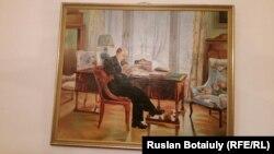 Портрет Ленина в кабинете секретаря Астанинского городского филиала КНПК Марата Аубакирова. Астана, 21 октября 2015 года.