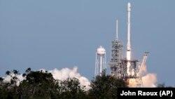 Запуск ракеты Falcon 9, октябрь 2017 года (архивное фото)