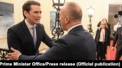 Kancelari austriak, Sebastian Kurtz dhe kryeministri i Kosovës, Ramush Haradinaj takohen në Vjenë.
