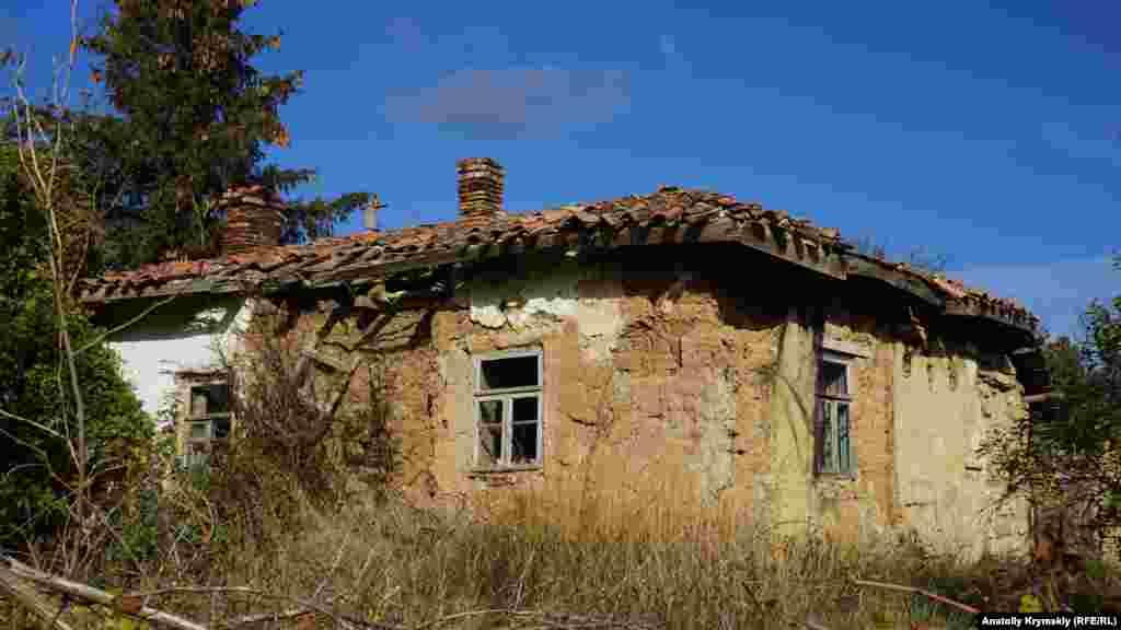 Qomşu soqaqtaki bu ev ise buña muhtac