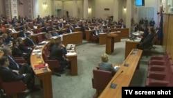 У парламенті Хорватії під час голосування за недовіру урядові, Загреб, відеокадр 16 червня 2016 року